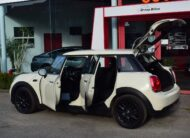 Mini One 1200iA – AIRCO – 16″ ALU – PDC – ZETELVERWARMING – GARANTIE