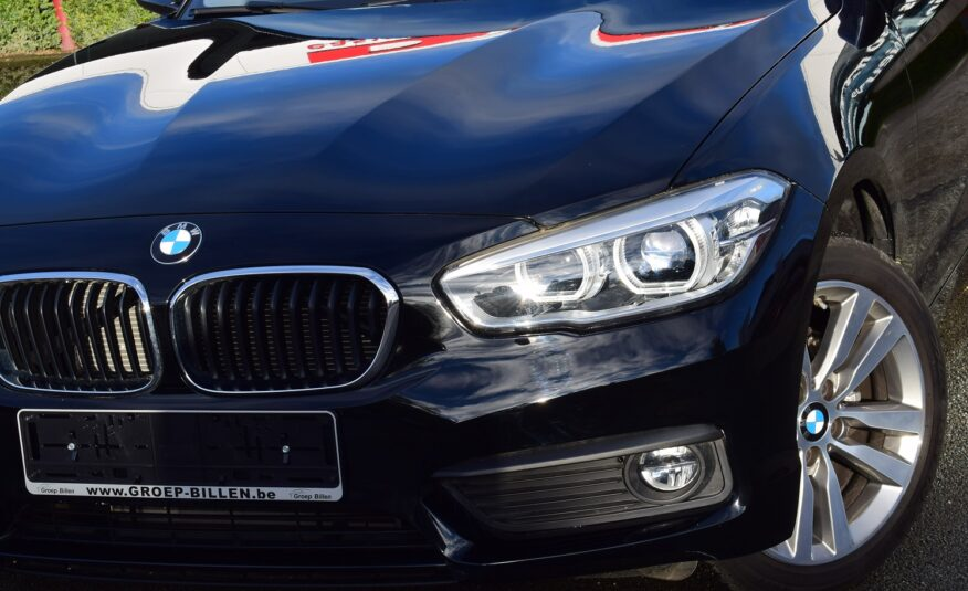 BMW 118iA 140pk – NAVIGATIE – PDC – BMW FULL LED – 17″ ALU – ZETELVERWARMING – 20.000km
